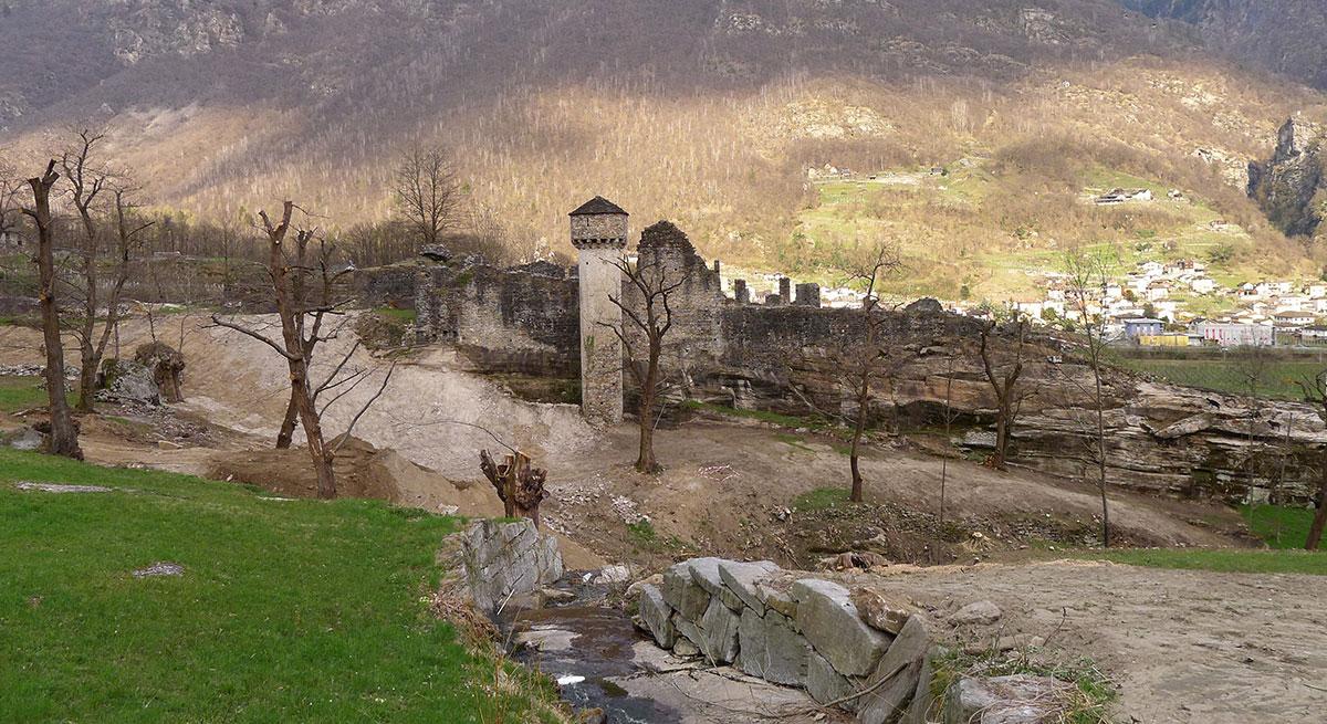 Castello di Serravalle  Semione